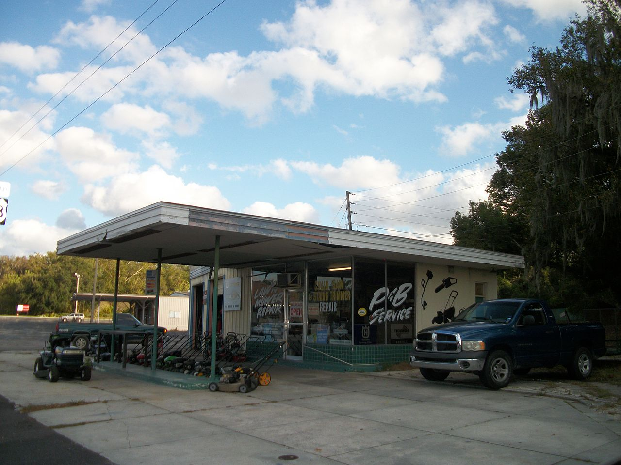File:Abandoned Gas Station