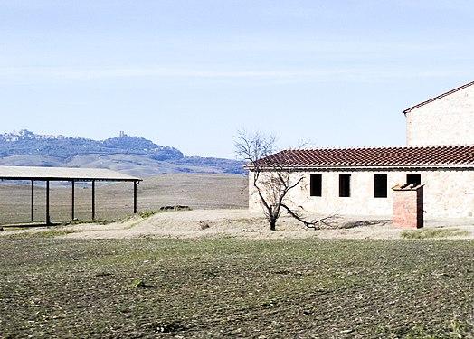 Abandoned farm, Val d'Orcia, Tuscany.jpg