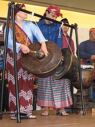 Agung - Playing the agung as part of the kulintang ensemble