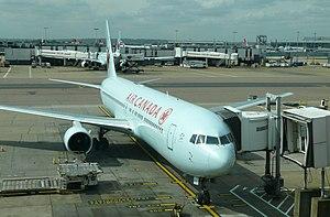 Canada–United Kingdom relations - Air Canada Boeing 767 at Heathrow airport