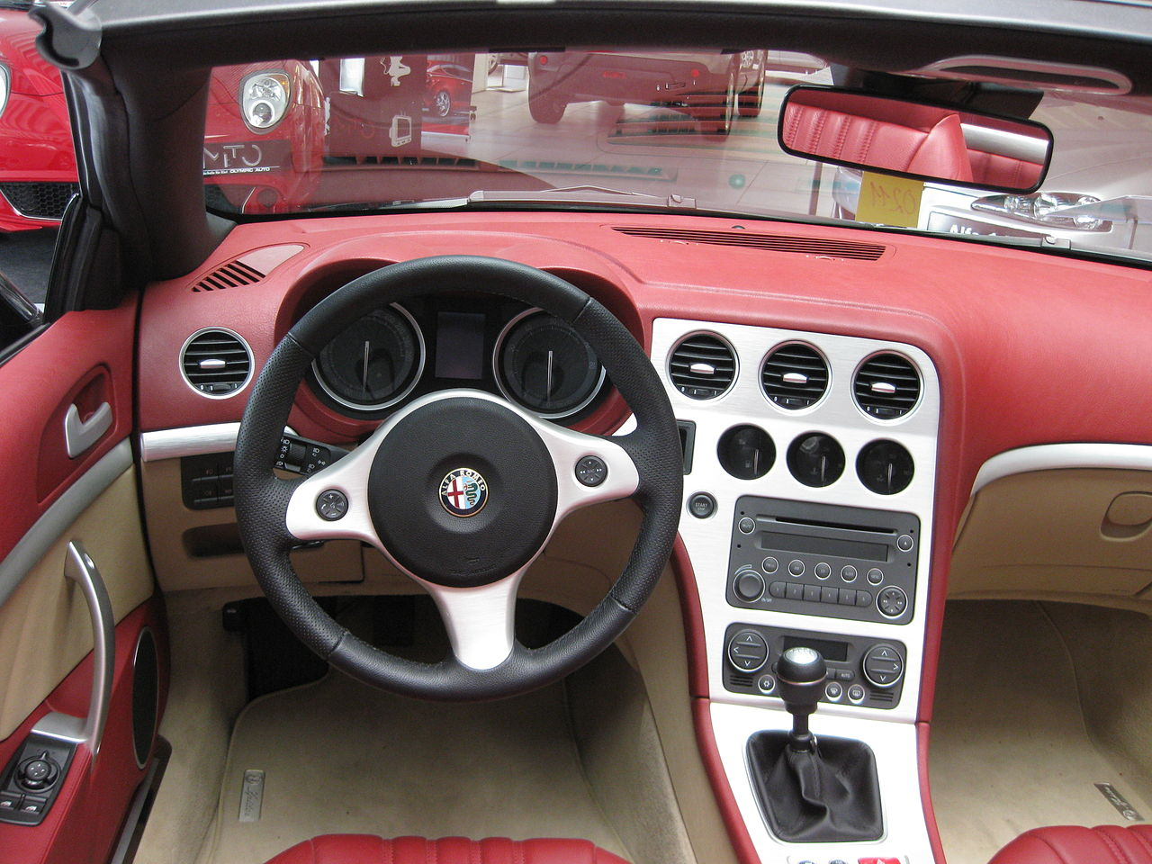 Datei Alfa Romeo Spider Cockpit Jpg Wikipedia