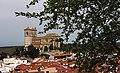 Almendro, tejados e iglesia de Campo Real de Madrid.jpg