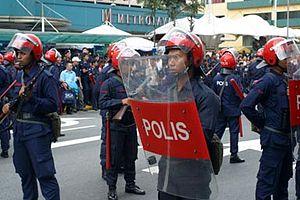Bahasa Melayu: Anggota Pasukan Simpanan Persek...