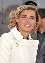 Anne consigny alchetron the free social encyclopedia for Le miroir se brisa