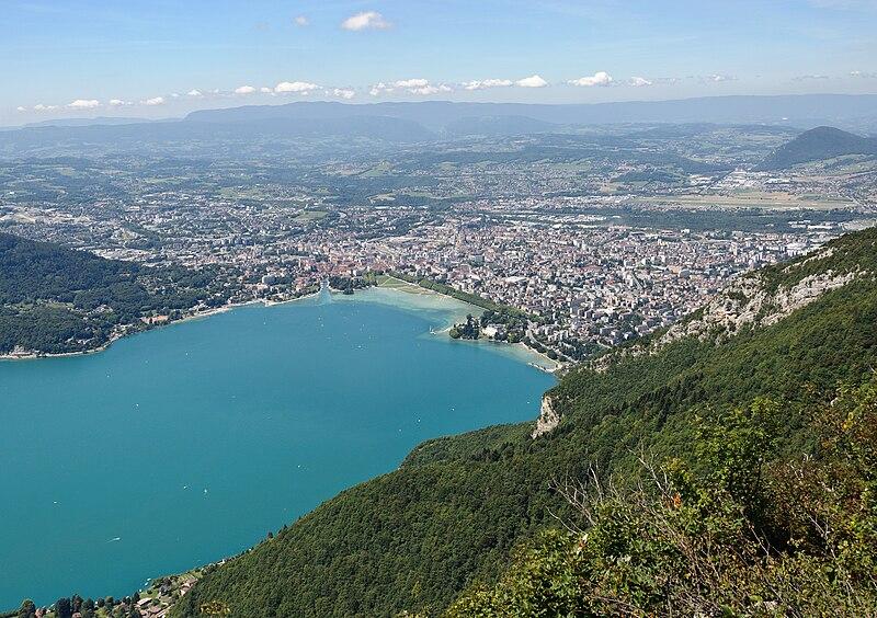 File:Annecy vue du mont Veyrier.jpg