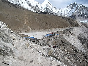 Gorakshep - Approaching Gorak Shep from the South
