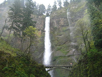 April 17 2005 Multnomah Falls Oregon United States.JPG