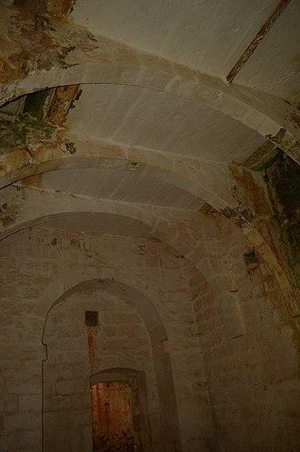 The Devil's Farmhouse - Image: Arches at The Devil's Farmhouse