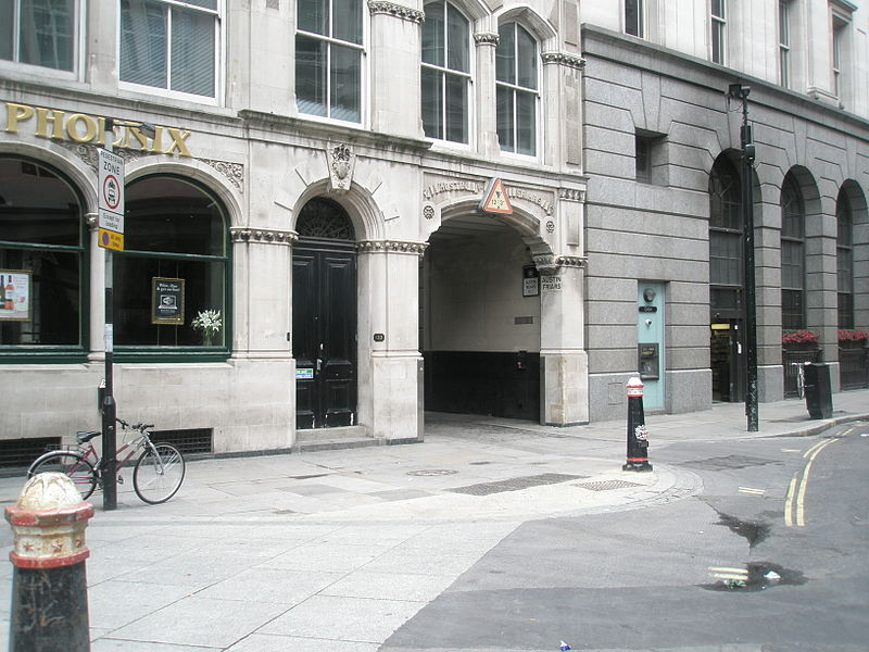 File:Archway to Austin Friars site of St Peter le Poer.JPG