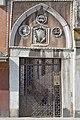 Arco gotico con rilievi Strada Nuova Venezia.jpg