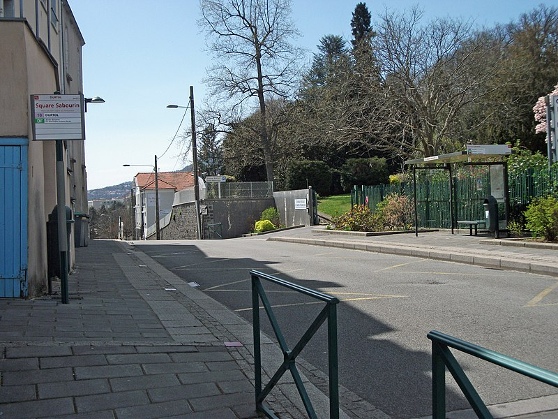 Bus stops Square Sabourin (line 10) on departmental road 944 towards Clermont-Ferrand and Royat. Elevation: 525 m / 1,722 ft
