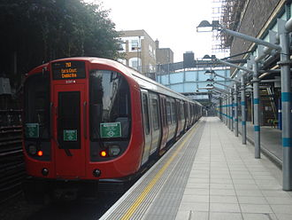 District line - A District line train at Whitechapel with a service to Earl's Court