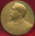 Avers Portrait à gauche de Jules-Louis Breton en académicien.jpg