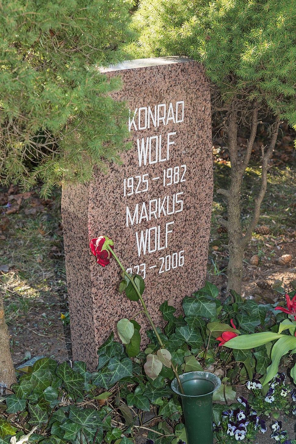 B-Friedrichsfelde Zentralfriedhof 03-2015 img33 Konrad Wolf