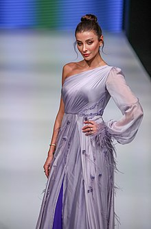 Barrus London - Özge Ulusoy - Antalya Fashion Week.jpg