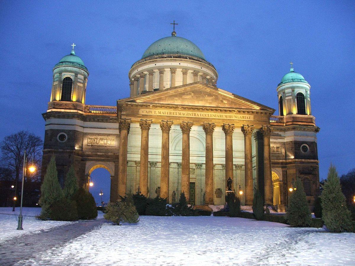 Saint Étienne roi apostolique de Hongrie - comment la Hongrie est devenue un pays chrétien 1200px-Bazilika.homlokzat