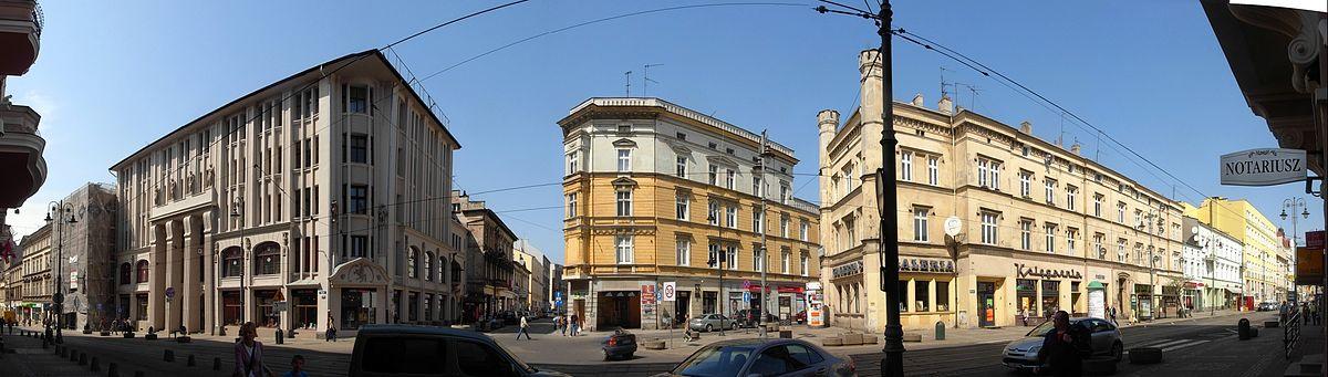Polski: Styk ulic: Gdańskiej, Dworcowej i Pomorskiej; z lewej modernistyczny dom handlowy z 1912 r.