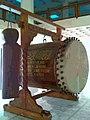 Bedhug dan kentongan masjid raya Pare Kediri Pj 16-09-12 1246.jpg