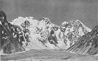 Shipton–Tilman Nanda Devi expeditions - Bhagirath Kharak: enclosing wall and head of glacier tributary