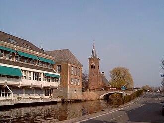 Bleskensgraaf - Image: Bleskensgraaf, kerk op afstand 2007 03 15 14.36