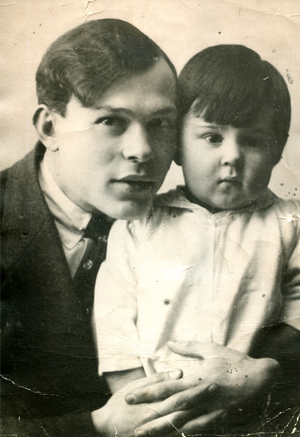 Boris Gusman - Soviet cultural figure Boris Gusman with his son Israel, c.1918-1920.