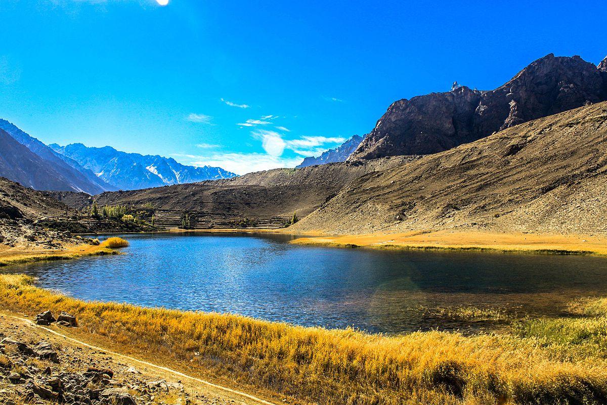 Reading By Lake >> Borith Lake - Wikipedia