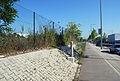 Brunner Straße, Anschüttungsböschung mit Sonde.jpg