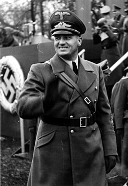 Bundesarchiv Bild 121-0270, Polen, Krakau, Polizeiparade, Hans Frank.jpg