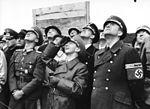 Bundesarchiv Bild 146-1992-093-13A, Offiziere und NS-Führer, u.a. Goebbels und Speer.jpg