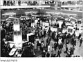 Bundesarchiv Bild 183-1984-0316-102, Leipzig, Frühjahrsmesse, Elektrotechnik, Mikroelektronik.jpg
