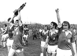 1977–78 FDGB-Pokal - Sparwasser with the trophy, next to him Raugust, Seguin and Streich (left to right).