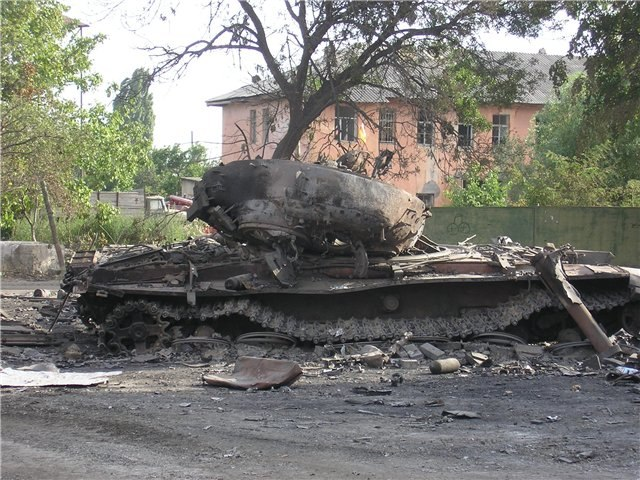 Burned Georgian T-72 tank in Tskhinvali