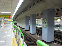 Busan-subway-216-Munhyeon-station-platform.jpg