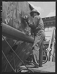 Bushing a welded section on the hull of a cargo vessel 8d39899v.jpg