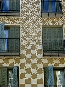 Un palazzo madrileno la cui facciata omaggia le metamorfosi escheriane