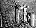 COLLECTIE TROPENMUSEUM Een mijnwerker met boormachine in een mijnschacht Raja TMnr 10007214.jpg