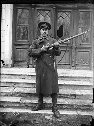 Mannlicher M1893 - Romanian soldier with the M93 and its bayonet