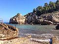 Cala de Deya, Mallorca (13333941493).jpg