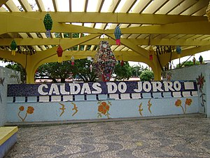 Fonte em Caldas do Jorro decorada para as festas juninas.