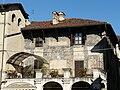 Carmagnola-piazza sant'agostino-particolare palazzo.jpg