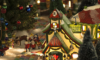 Department 56 - Carol singers in the North Pole series