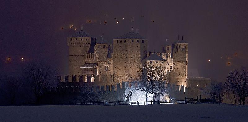 File:Castello Fenis Notte 1 3.jpg