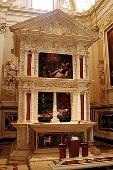 La tomba di Celestino V nella Basilica di Santa Maria di Collemaggio prima del terremoto del 2009