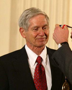 Charles David Keeling - Keeling receives the Medal of Science in 2001