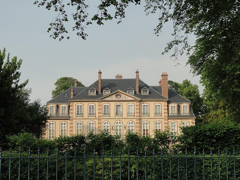 Façade sud du Château de Mareuil-sur-Ay.