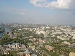 Vy over Tjeljabinsk.   Miasfloden til venstre.