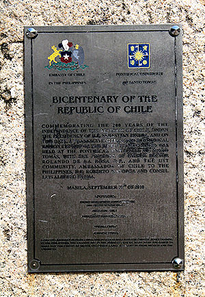 Chile–Philippines relations - Plaque in the University of Santo Tomas commemorating the Bicentenary of the Republic of Chile.