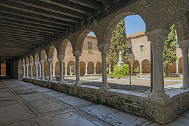 Cloister of San Francesco della Vigna (Venice)2.jpg
