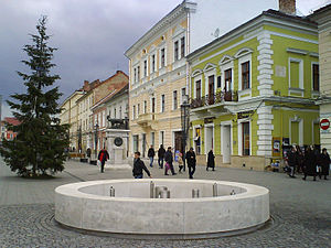 Eroilor Avenue, Cluj-Napoca - The pedestrian area on Eroilor Boulevard in Cluj-Napoca, with the Lupa Capitolina Statue and the Bolyai János house (the green building).