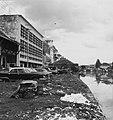 Collectie NMvWereldculturen, TM-20000888, Negatief, 'Gebouwen aan de Kali Besar in het oude stadsdeel van Jakarta', fotograaf Boy Lawson, 1971.jpg